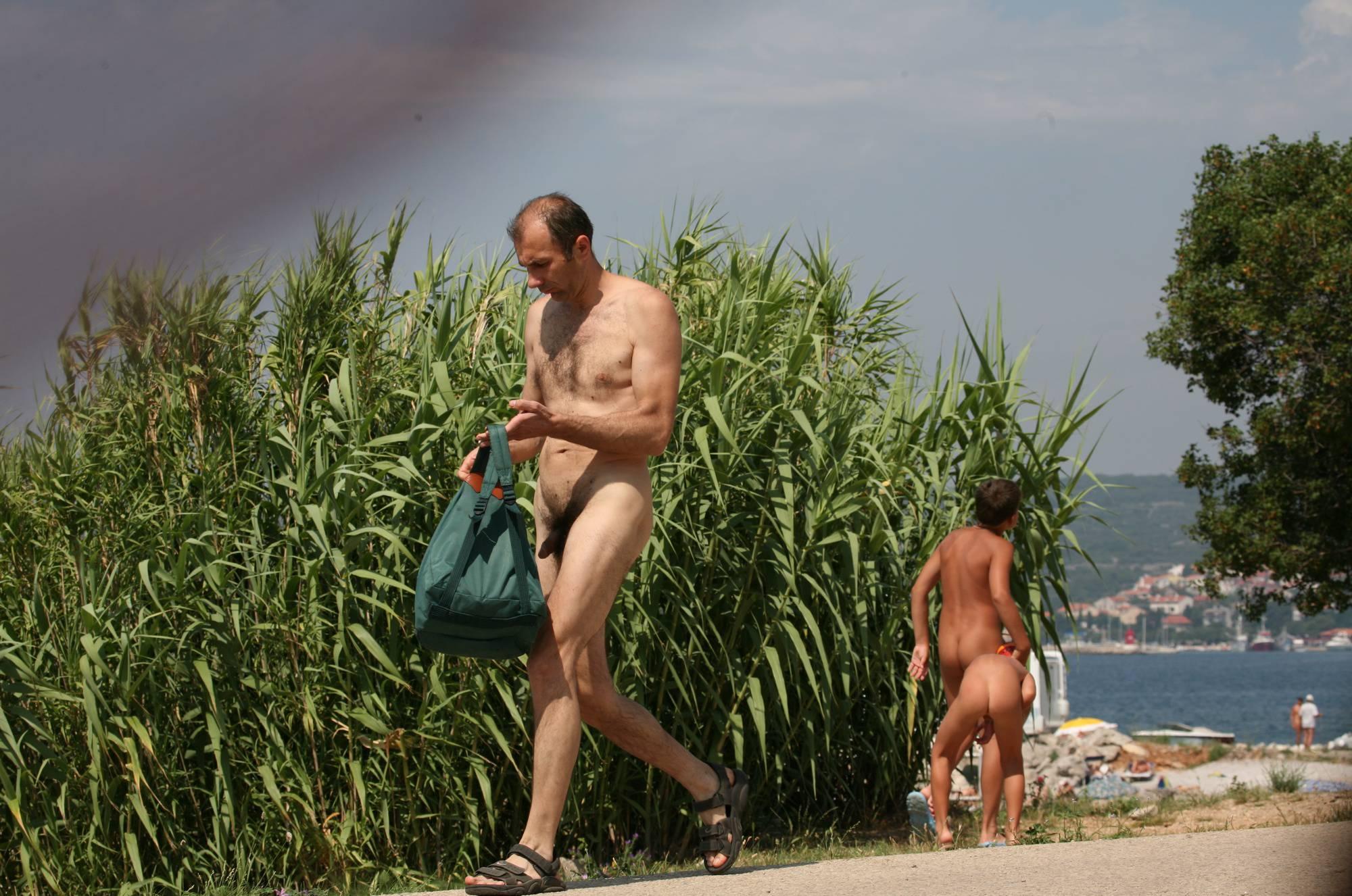 Nudist Photos Bondi Beach-Park Pass By - 2