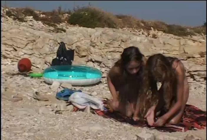 Nudist Videos Julia and Hanna Am Meer - 2
