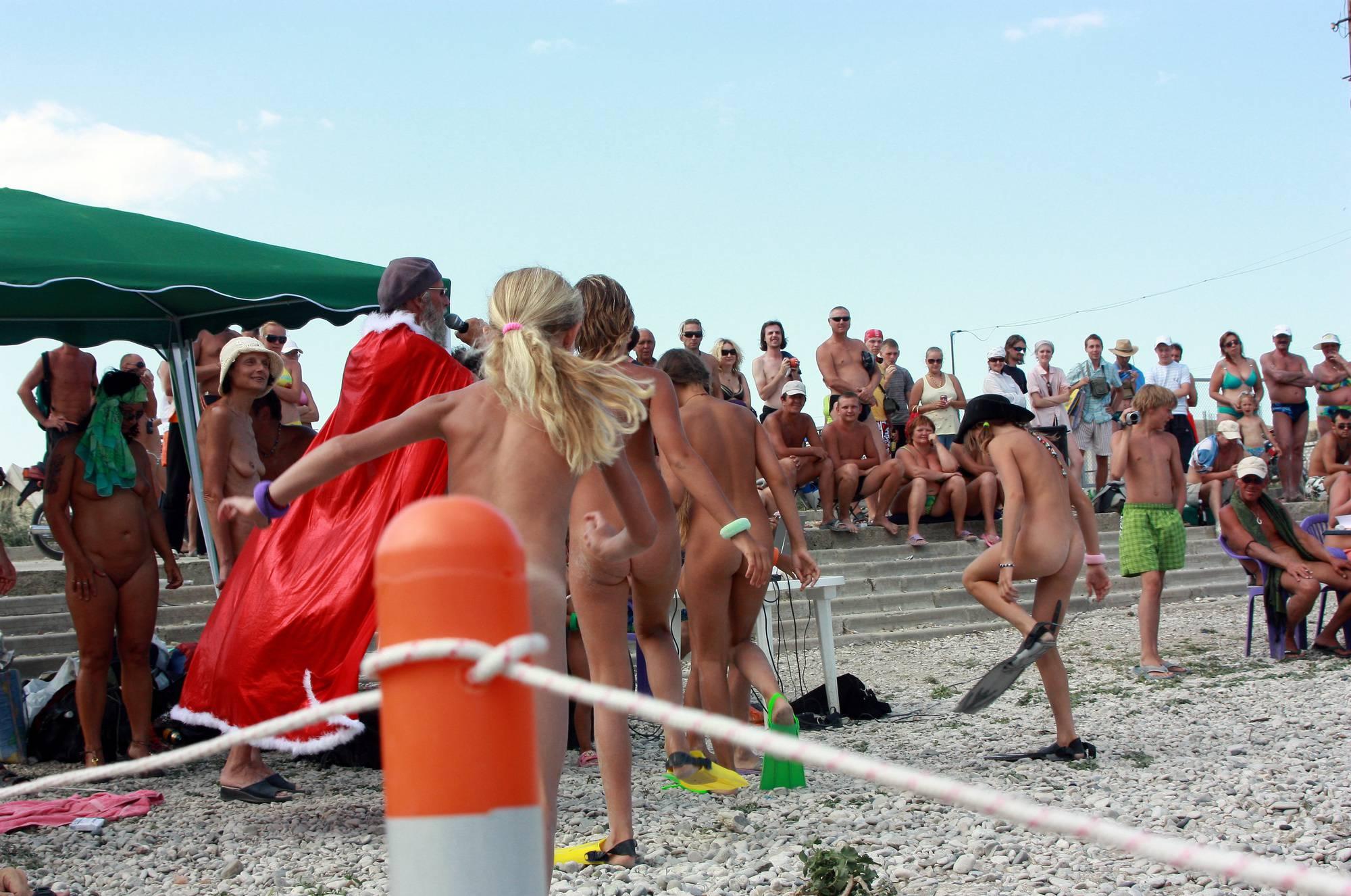 Nudist Pics Kids Nudist Chase Game - 1