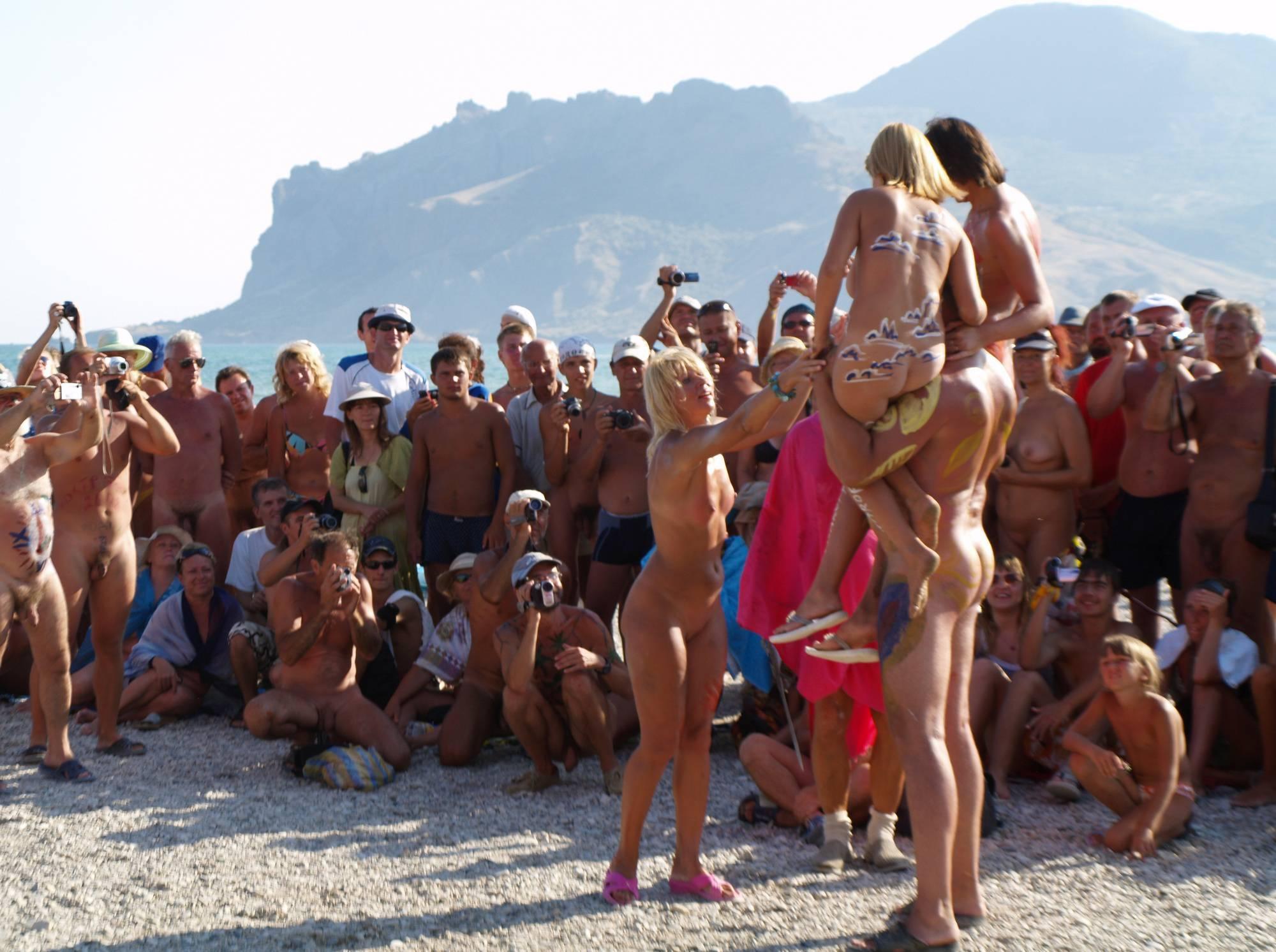 Nudist Gallery Nude Human Weightlifting - 1