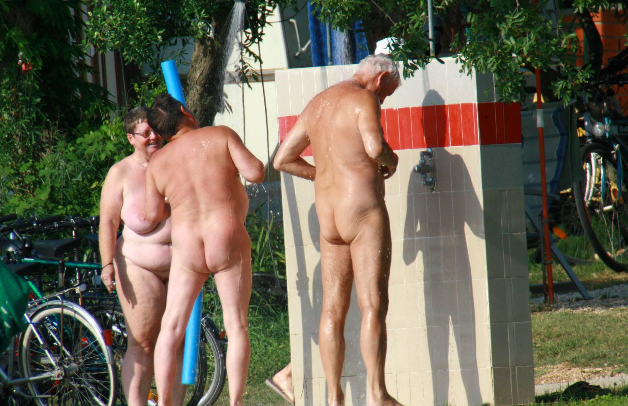 Nude Duet Friend Shower - 2